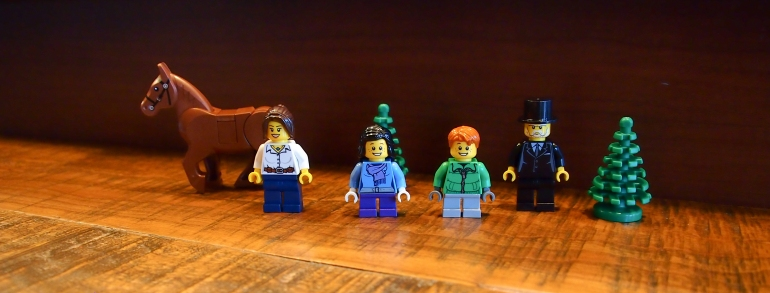 The 2012 Holiday set 3300014 features 4 minifigs and a horse