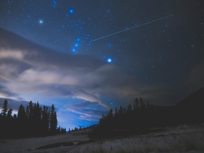 plane-in-night-sky