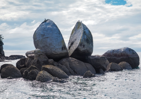 Abel-Tasman-Split-Apple-Rock