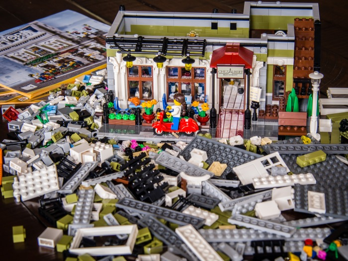 Parisian Restaurant Lego set