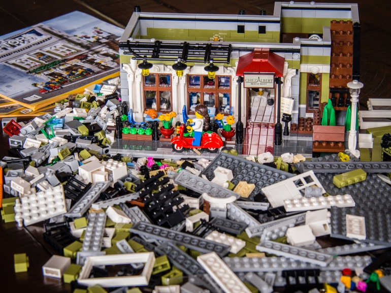 Parisian Restaurant Lego set