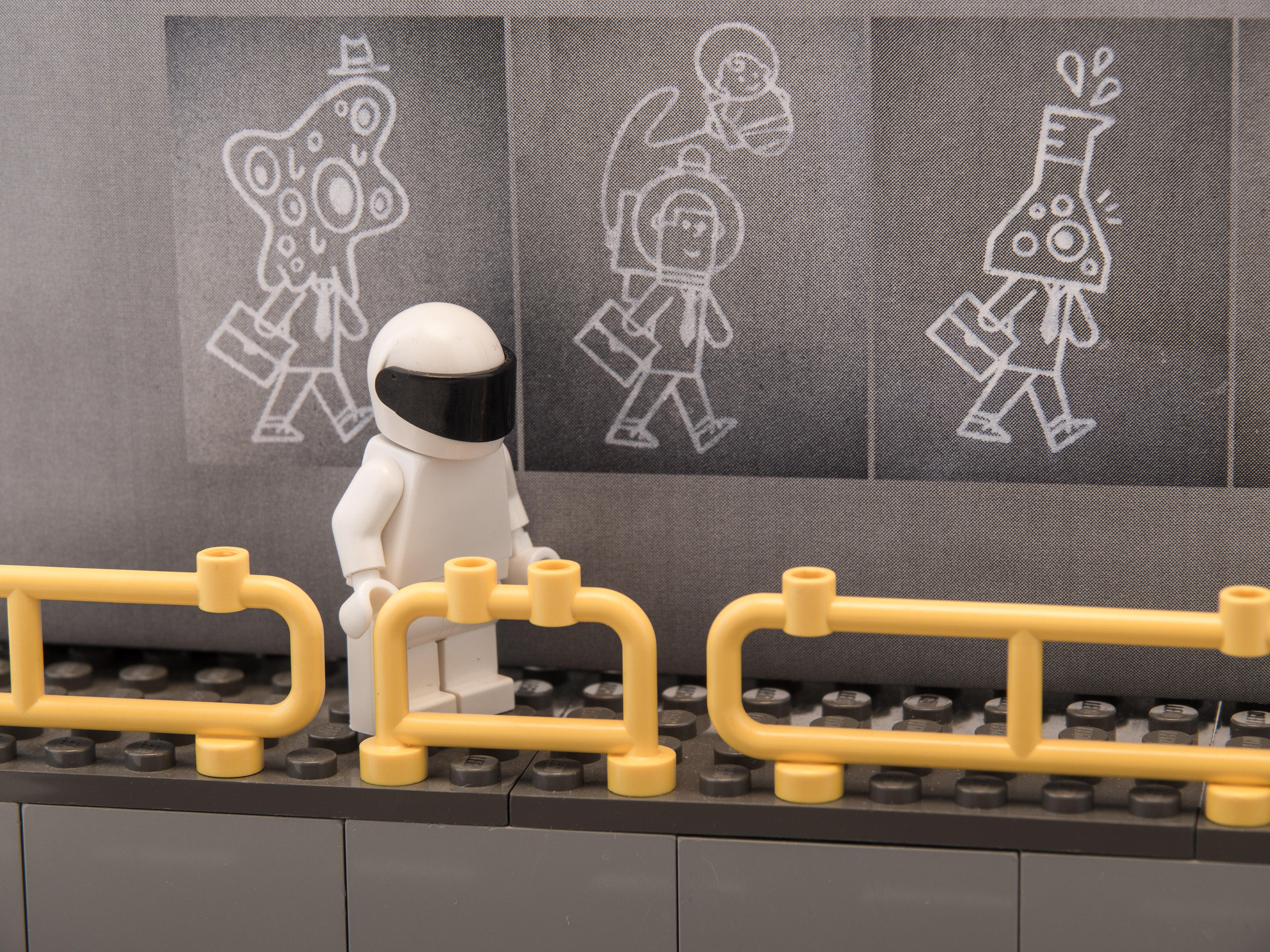 astronaut mural - photo #18