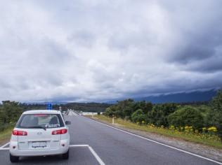 Giving way to oncoming traffic at one lane bridge