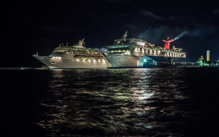 Nassau-cruise-ships-night