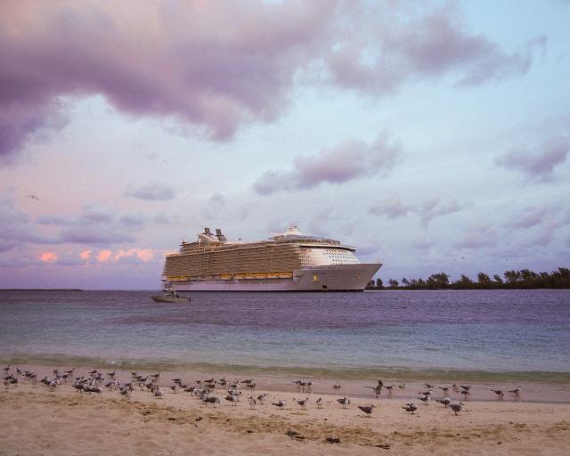Nassau-cruise-ship-sunrise