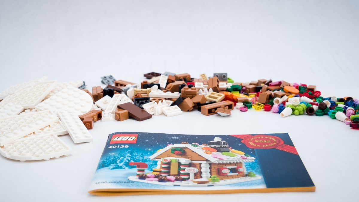 2015 Lego Holiday Bonus Gingerbread House