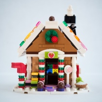 Lego-Gingerbread-House-40139