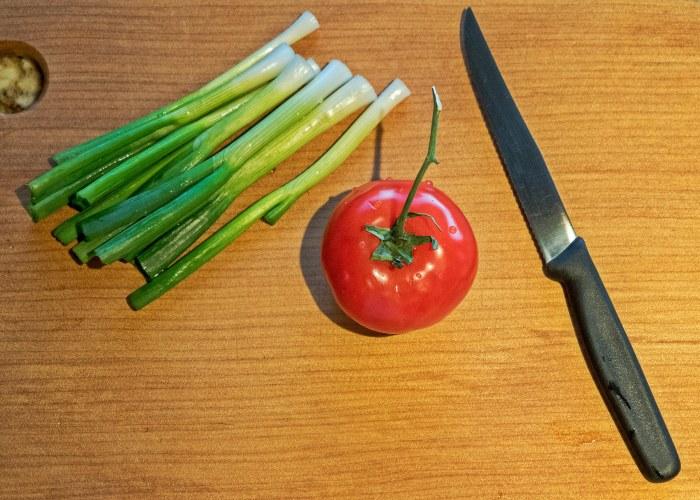 Tomato-green-onions