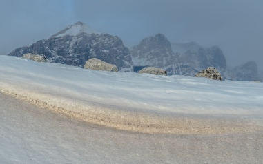 snow-drift-mount-rundle