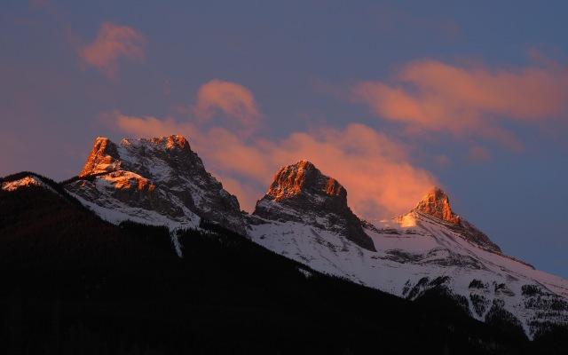 sunrise-on-Three-Sisters