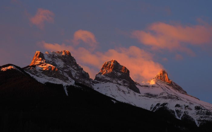 sunrise-on-Three-Sisters