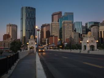 Calgary-tower-centre-street-bridge