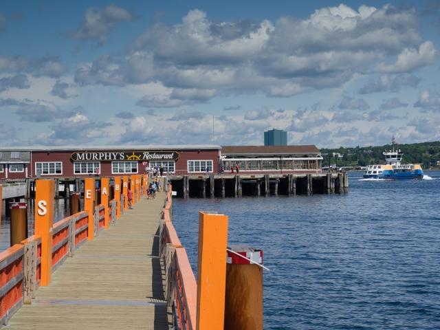 halifax-harbourwalk-seabridge