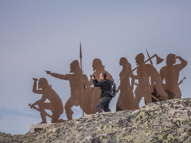 man-with-viking-statues