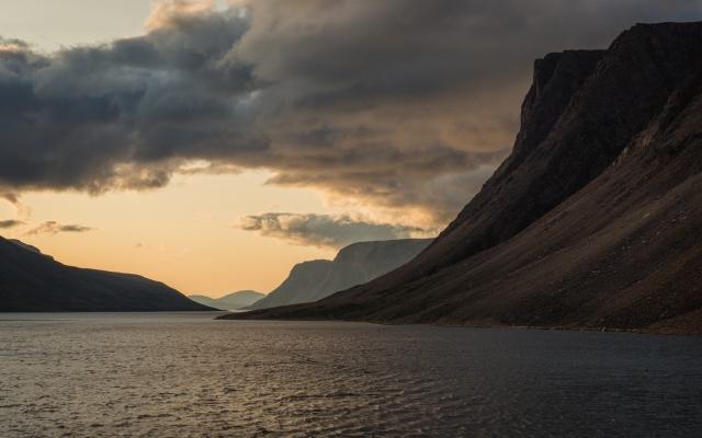 sunrise-saglek-fjord