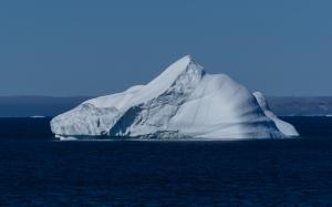 iceberg-frobisher-bay-nunavut-canada