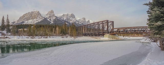 Mount-Rundle-Engine-Bridge
