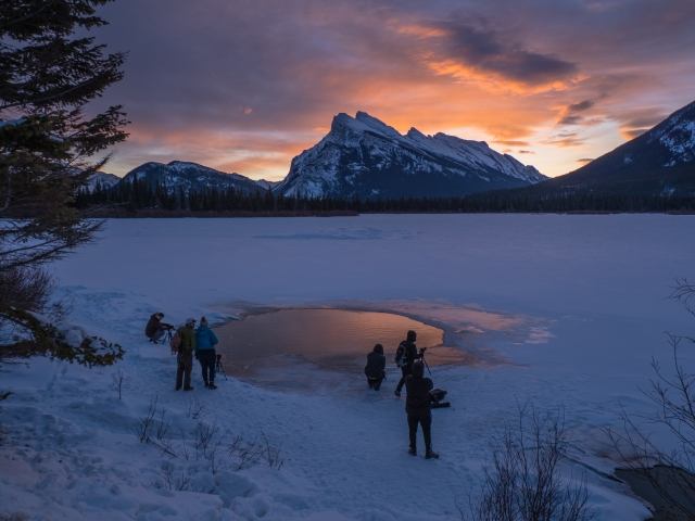 photographers-at-Vermillion-Lakes-sunrise