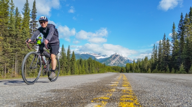 cycling-highwood-pass