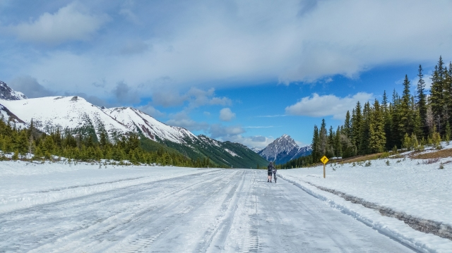 lingering-ice-and-snow-at-highwood-pass