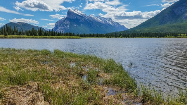 Mount-rundle-from-vermillion-lakes-road